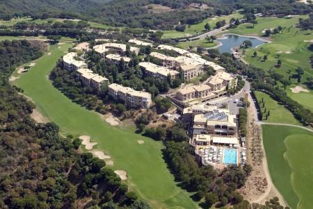 Das Resort Hapimag Mas Nou liegt auf einer wunderbaren Anhöhe - direkt umgeben von den Löchern des Golfplatzes.
